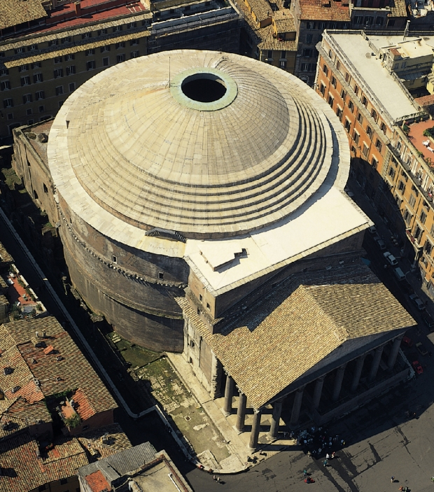 Pantehon'da Oculus adı verilen tepedeki bu açıklık güneşin hareketine göre farklı dönemlerde içteki tanrı heykellerini aydınlatıyordu. Bu açıklık aynı zamanda yapının içerisindeki ışık ve hava dengesini de sağlıyordu.