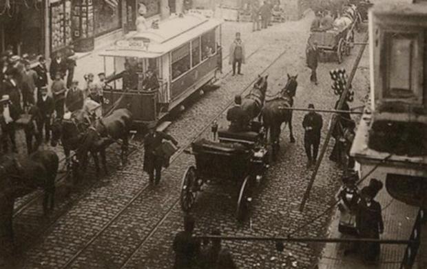 Taksim'de Atlı Tramvaylar