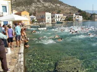 Meis'ten yüzmeye başlayan yüzücüler...
