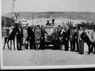 Amerikalı bir yardım kuruluşu gezici kütüphanenin modern bir vasıtayla sürmesi için 1960 model Jeep hediye eder.