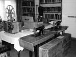 Kütüphaneye getirilen dikiş makineleri.