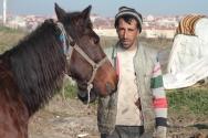 Tuncay Türkçe, kalaycılıktan kazandığı para yetmediği için at arabası ile hurda topluyor.