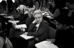 89 yaşında olan Betül Mardin Bilgi üniverstiesinde ders vermeye devam ediyor.