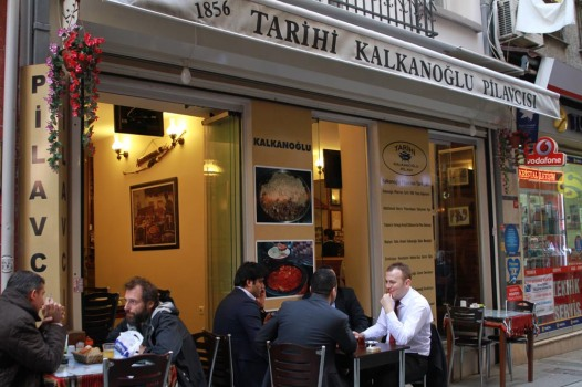 Tarihi Kalkanoğlu Piavcısı'nı ziyaret etmek isterseniz Beyoğlu/Ayhan Işık Sokak'ta, siz değerli misafirlerini bekliyor.