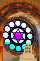 Mermer sütunlara İbranice işlenmiş 10 emir