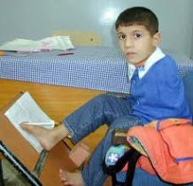 Babasının Beytullah için tasarladığı okul sırası.