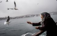 """""""Yaşam bizden hızlı/ beklesen olmaz/ kararımı çoktan verdim/ denize doğru"""""""