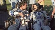 Muhammad Faris, Rus kozmonot Alexander Viktorenko ile birlikte, 17 Temmuz 1987'de yeryüzüne döndü.