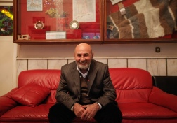 65 yaşındaki Fikret Karabulut, İstanbul Okmeydanı'ndaki Darülaceze'denin sakinlerinden biri.