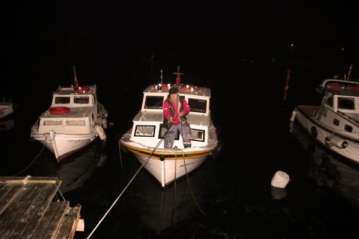 Sabah ezanı okunmadan Oltacı Süleyman Kumkapı'daki teknesinde bizi bekliyor.